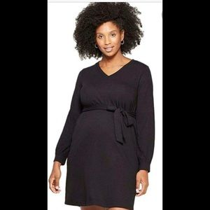 Long sleeved v-neck tie front maternity dress
